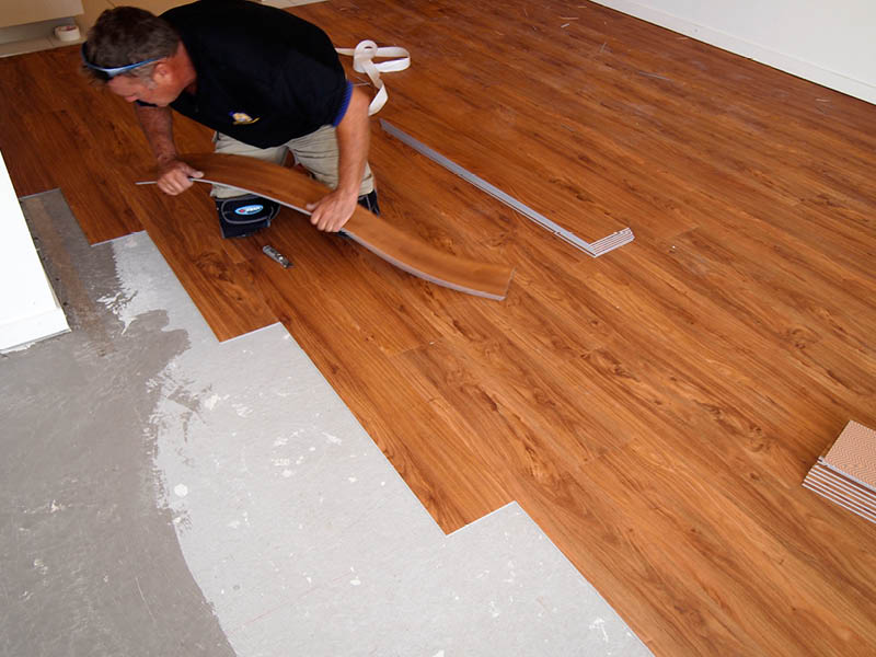 Here are 4 reasons to install vinyl flooring